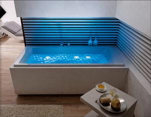 Whirlpool Met Lichttherapie In De Badkamer
