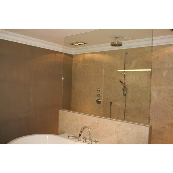 Natuurlijke badkamer met leemstuc en natuursteen - Badkamer jaar ...