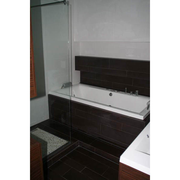 Badkamer tilburg hout tegels met kiezels - Badkamer tegel imitatie hout ...