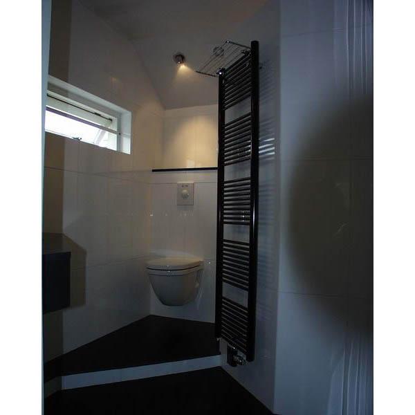 Badkamer Emmen hoekwastafel in graniet