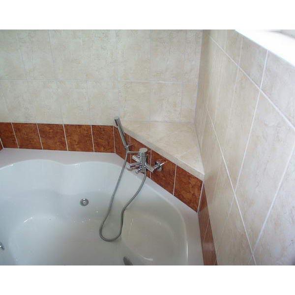 Badkamer Sliedrecht met hoekbad en inloopdouche