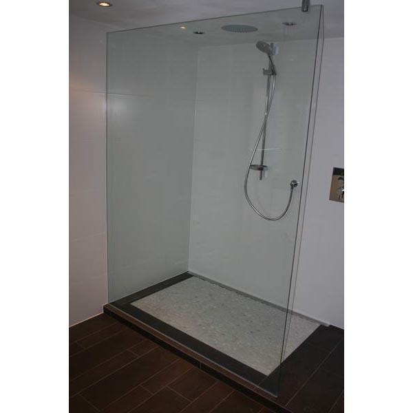 Badkamer terneuzen inloopdouche met kiezels - Winkelruimte met een badkamer ...