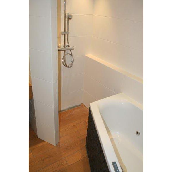 Hout tegels badkamer wand u vloertegels voor de badkamer startpagina bijzondere wandtegels in - Badkamer in m ...