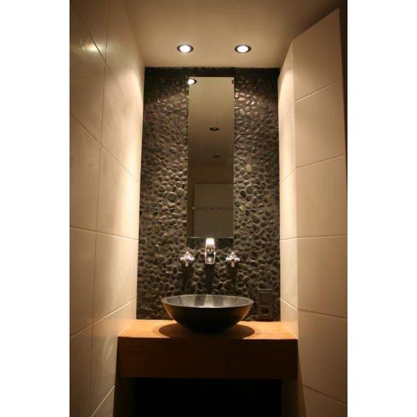 Badkamer alkmaar hout tegels met kiezel gecombineerd - Badkamer exotisch hout ...
