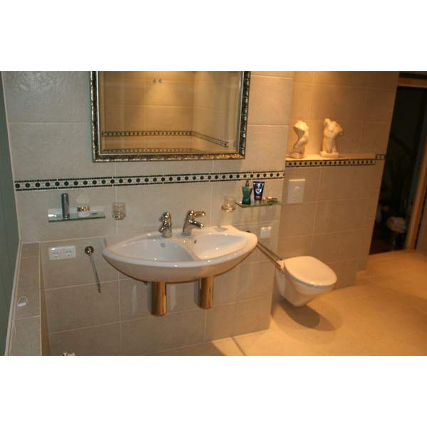 Badkamer Enschede tegels gecombineerd met antiek marmer