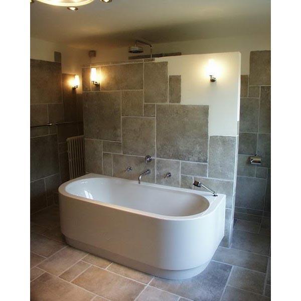Moderne badkamer met hoekbad