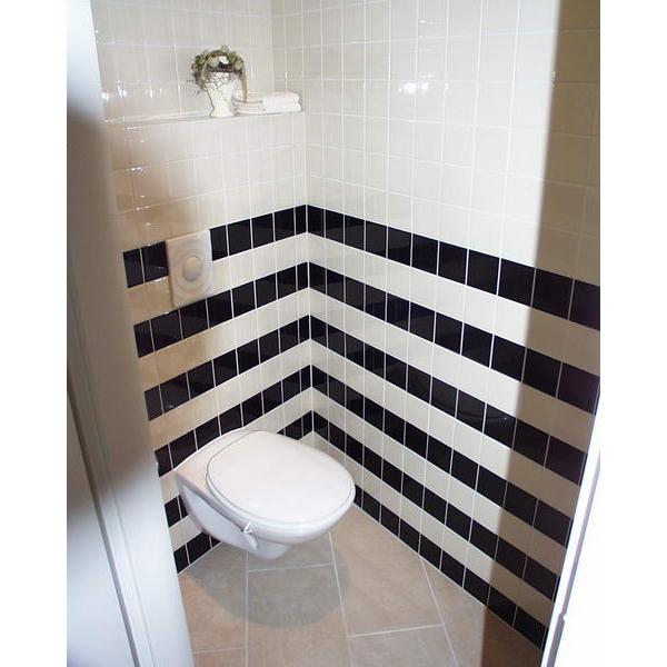 toilet den bosch rvs fonteinkom in houten blad. Black Bedroom Furniture Sets. Home Design Ideas