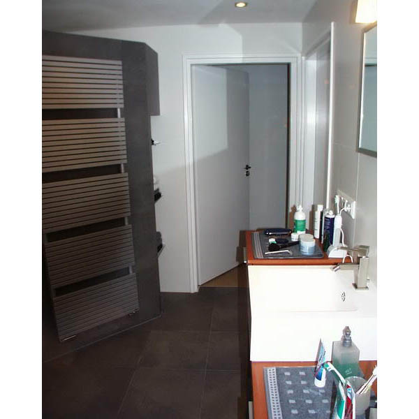 Badkamer etten leur grote betegelde inloopdouche met nis - Betegelde badkamer ontwerp ...