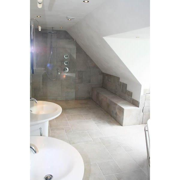 Moderne badkamer met toilet book covers - Betegelde badkamer ontwerp ...
